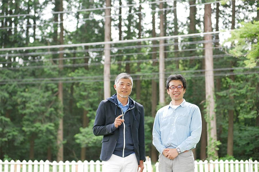 塚本(左)と会津デザイン工房の桑名さん(右)